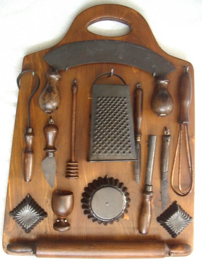 Tagliere da cucina con utensili antichi - Collezione OnLine